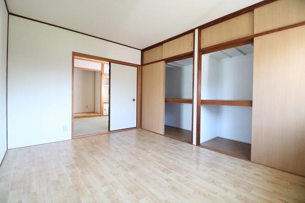 2階6帖洋室。寝室にいかがでしょうか♪