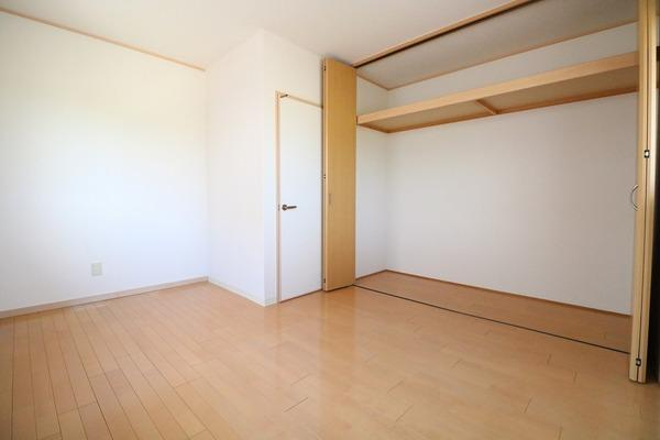 2階5.5帖洋室。お子様部屋にいかがですか♪