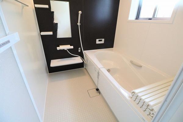 毎日の疲れを癒すゆとりある浴室です♪