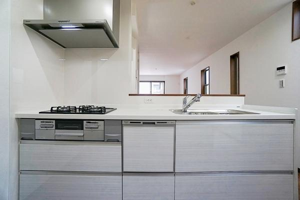 同仕様のキッチンです! 設備、収納充実のキッチンです。