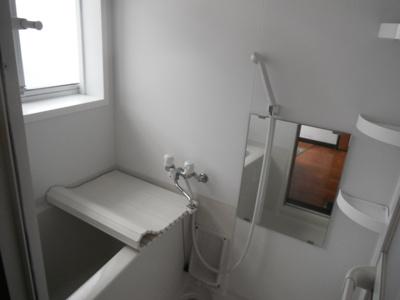 シャワー付き浴室です。