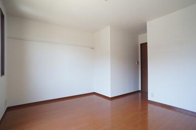 2階・ウォークインクローゼットのある洋室8帖のお部屋です!お洋服の多い方もお部屋が片付いて快適に過ごせますね♪