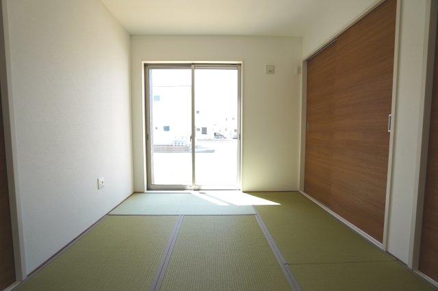 6帖 リビング隣接の和室でゆったりくつろげます。