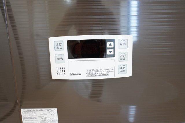 追い焚き機能付きです。浴槽内のお湯が冷めてしまってもすぐに温め直せます。