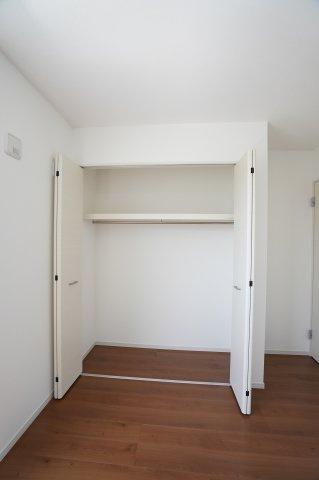 2階5.2帖 シンプルで使い勝手のよいクローゼットです。
