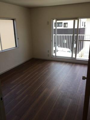 2階東南側洋室です。