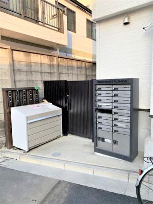 オートロックとメールボックスがあります