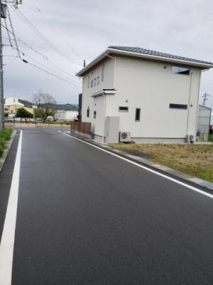 【前面道路含む現地写真】鳥取市吉方温泉4丁目分譲地