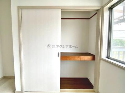 洋室5.5帖の収納スペース