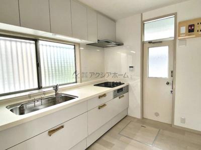 キッチンは新規入れ替え済みなので、きれいで使いやすいですよ♪