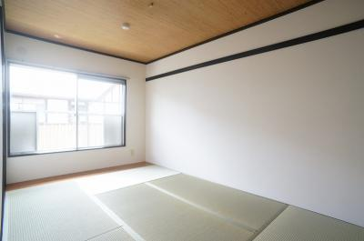 南向き6.4帖の陽当たりの良い和室です!寝具をすっきり収納できるので和室は寝室にもオススメ☆