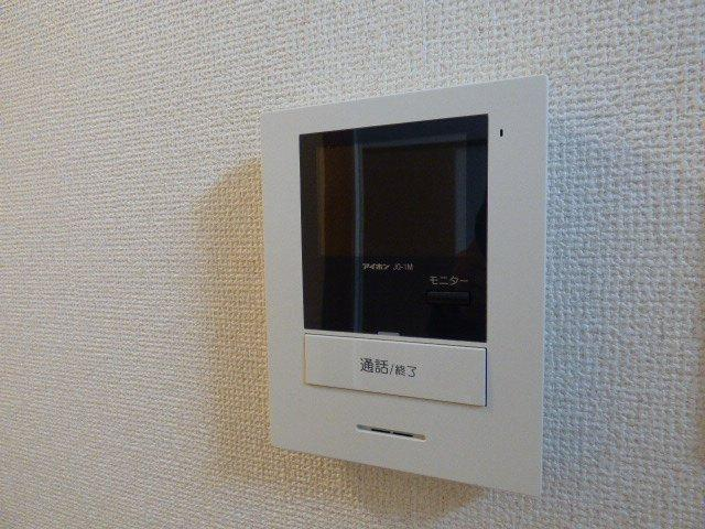 TVモニター付きインターホン設置しました!顔が確認できて安心です。