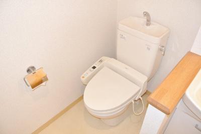 人気のシャワートイレ・バストイレ別です♪シャワートイレ必須という方も安心ですね☆