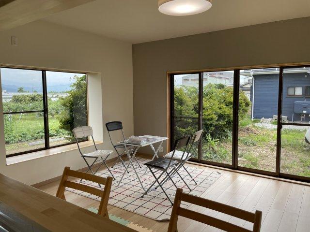 和風テイストを残した、洋室です。障子は断熱効果にも寄与し、カーテンのかわりにも。