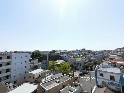 7階部分からの眺望です。 前面に遮る建物がなく開放感がございます。