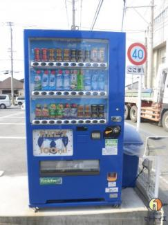 敷地内には自動販売機があります!