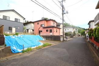 富里市久能 土地 成田駅 車通りも少なく閑静な住宅地です。