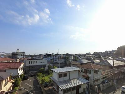 4階部分からの眺望です。 前面に遮る建物がなく開放感がございます。