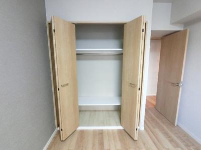 6.8帖のクローゼットです。 たっぷり収納できるためお部屋を広くお使いいただけます。