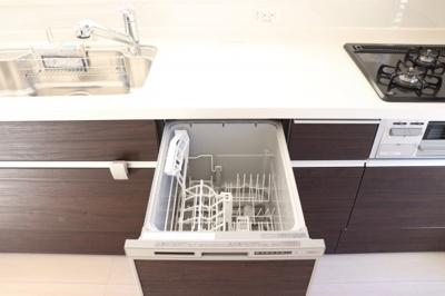 食洗機付きキッチンで奥様の家事も捗ります