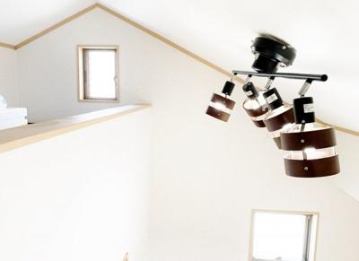 ■とっても明るい2階の洋室 ■全室フローリングです ■断熱効果の高いペアガラスになっています