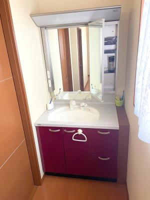 3階にも洗面化粧台があるのが嬉しいですね。朝の身支度がぐっと快適になりますよ♪