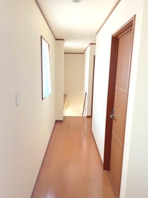 廊下部分内装です。室内大変綺麗にお使いです。
