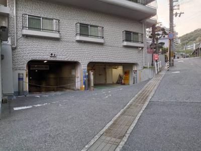 地下駐車場の入口