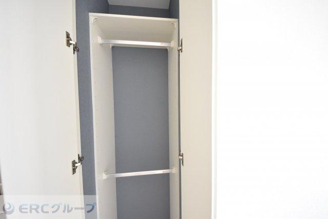 ダブルクローゼットで収納力が大きめの洋室です。
