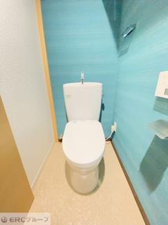 明るく・ポップなおトイレに元気をもらえそうです。