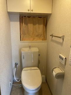 収納箇所が豊富なトイレです。