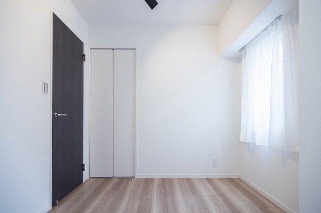 ジェイパーク中目黒Ⅳ:約4.5帖の洋室にはクローゼット・窓が付いております!