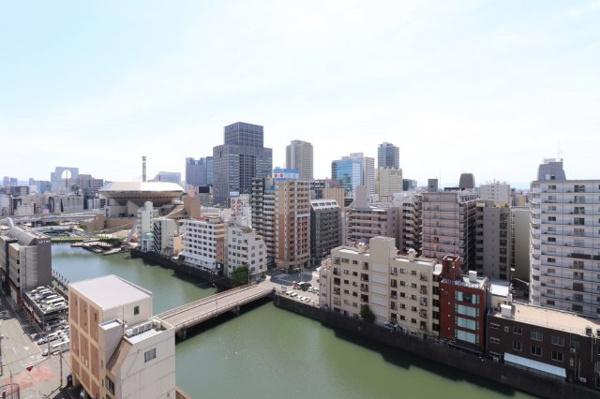 【物件からみた眺望】視界に広がるダイナミックな眺望。川が目前なので涼やかにお過ごしいただけます♪