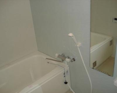 浴室乾燥機&追い焚き給湯付のお風呂♪