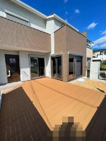 堀込車庫上部にウッドデッキが設置され広々とした空間になりますよ。