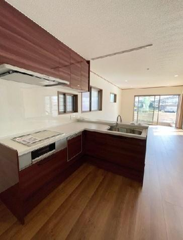 L型のカンターキッチンです。明るいキッチンですよ。