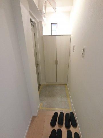 玄関部分です。 人感センサー付きです。