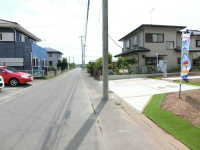 【前面道路含む現地写真】阿見町阿見5期 新築戸建