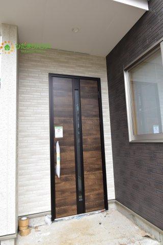 【玄関】伊奈町栄4丁目 新築一戸建て グラファーレ 01