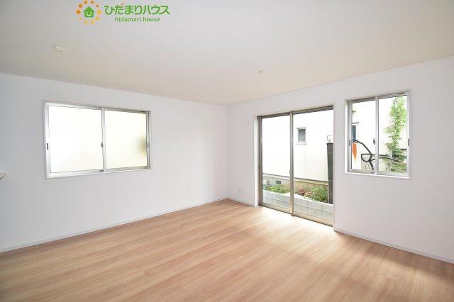 【居間・リビング】伊奈町栄4丁目 新築一戸建て グラファーレ 01