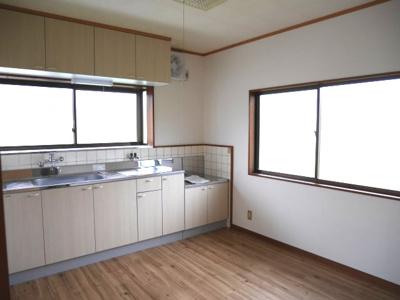 【キッチン】二宮戸建2号棟(南西)