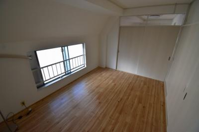 使い勝手のいい洋室です