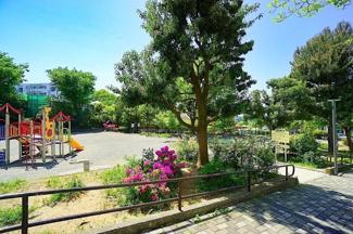 敷地内には公園もあります! 緑が多く、子育て環境良好です♪