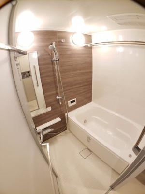 充分な広さのバスルーム 浴室乾燥付き