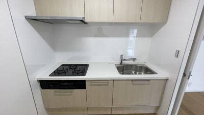 白を基調とした爽やかなキッチンです