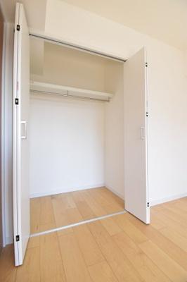 各居室に大容量の収納がございます。お部屋もスッキリまとまりそう。
