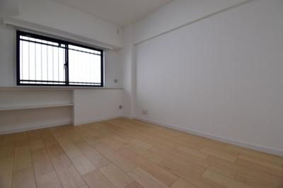 約6帖の洋室。各居室すべて6帖なのでどんなお部屋としても使いやすそうですね。
