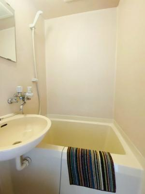ユニットバスでお掃除らくらく☆浴室内に洗面台・トイレ付きです♪※参考写真※