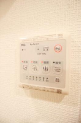 浴室暖房乾燥機スイッチパネル。24時間換気システムも機能付き。