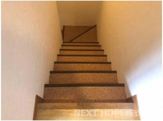 地下1階への階段です♪戸建感覚です(^^)